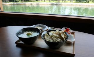 キスと舞茸の天ぷら入りしょうが御飯&半田めんセット:2,200円(税込み)                釣った魚を天ぷら又はかきあげにしてしょうが御飯の塩天丼にします。 また、魚のアラなどで出汁をとり、あたたかい半田めんにします。(魚の天ぷら入り) 三品ほどおばんざいが付いてきます。 魚の大きさなどによっては、刺身にできる場合もあります。                   店舗情報 味香房ままや      住所:宮津市文珠645