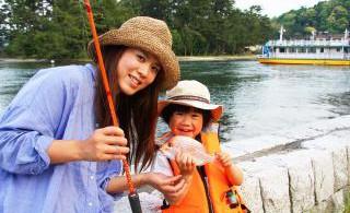 子ども連れのファミリーも歓迎。親子で釣り上げた体験は素敵な思い出として残るはず。