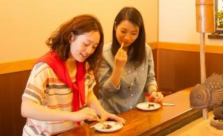 智恵の餅3個+お茶のおやつ付き!  「三人寄れば文殊の智恵」にあやかった「智恵の餅」は、300余年の歴史があり、つきたての柔らかい餅に餡子がのった天橋立名物です。